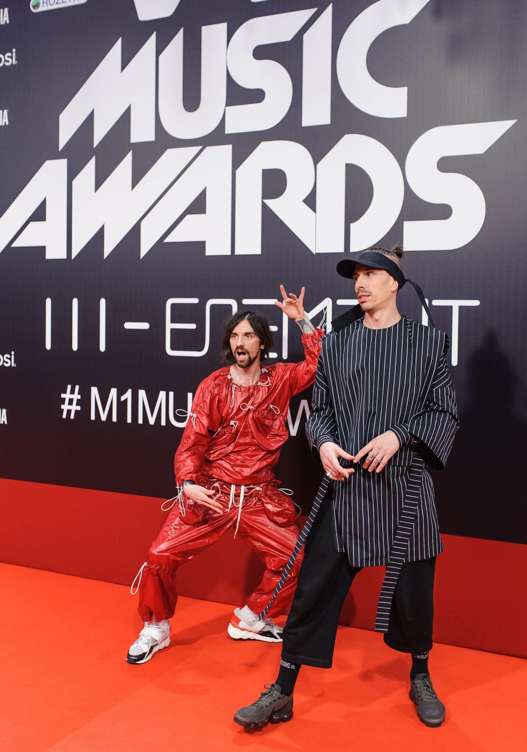 M1 Music Awards 2017: лучшие образы звезд с красной дорожки - фото 356104