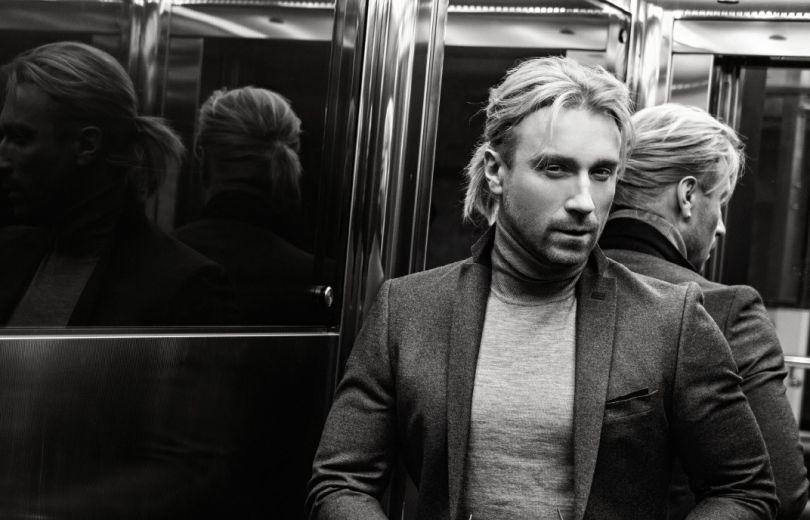 Справжній мачо: Олег Винник здивував новою зачіскою та образом у стильній фотосесії - фото 364627