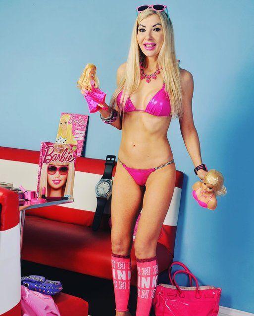 45-летняя Барби: женщина потратила все деньги, чтобы стать живой куклой - фото 365816