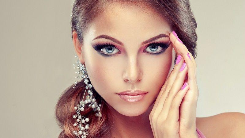Изысканные идеи макияжа на Рождество, которые ты захочешь повторить - фото 361036