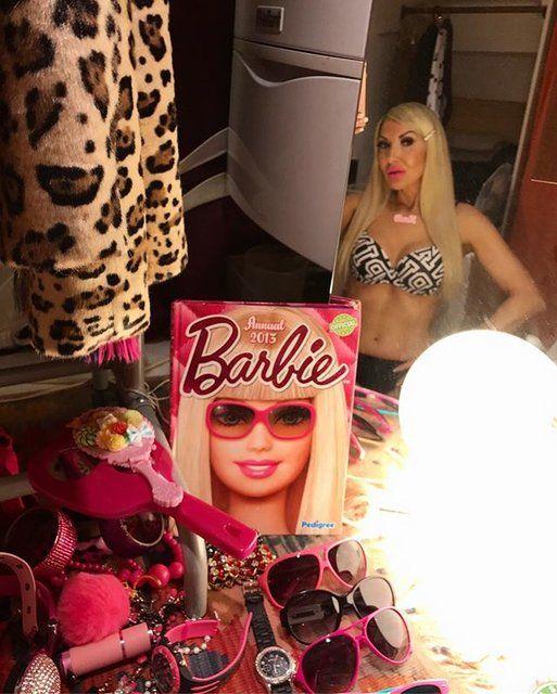 45-летняя Барби: женщина потратила все деньги, чтобы стать живой куклой - фото 365811