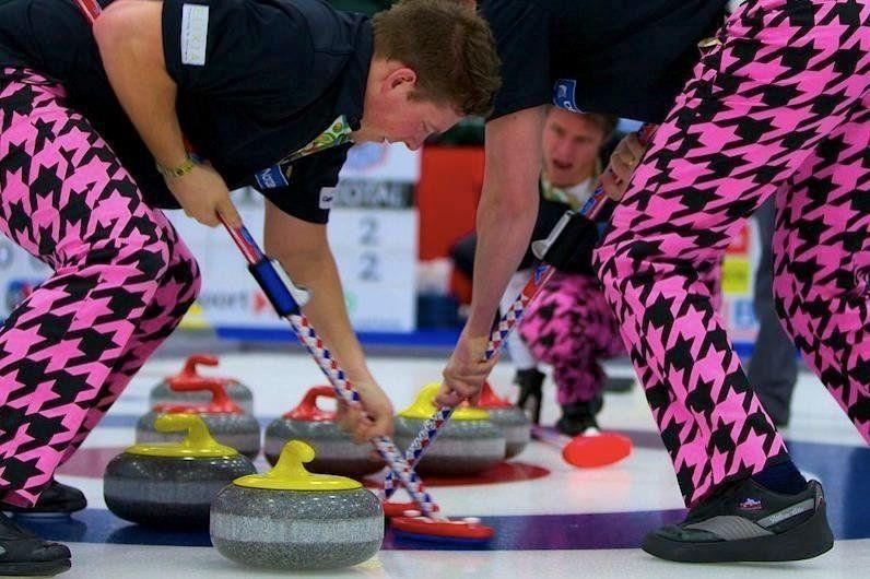 Сборная Норвегии по керлингу превратила Олимпиаду на неделю моды - фото 369611