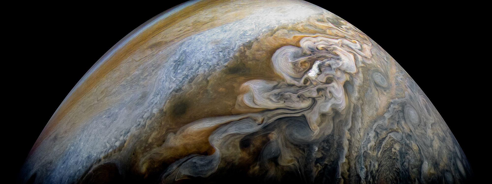 NASA показало удивительный снимок облаков на Юпитере, и теперь все мечтают о космосе - фото 370203