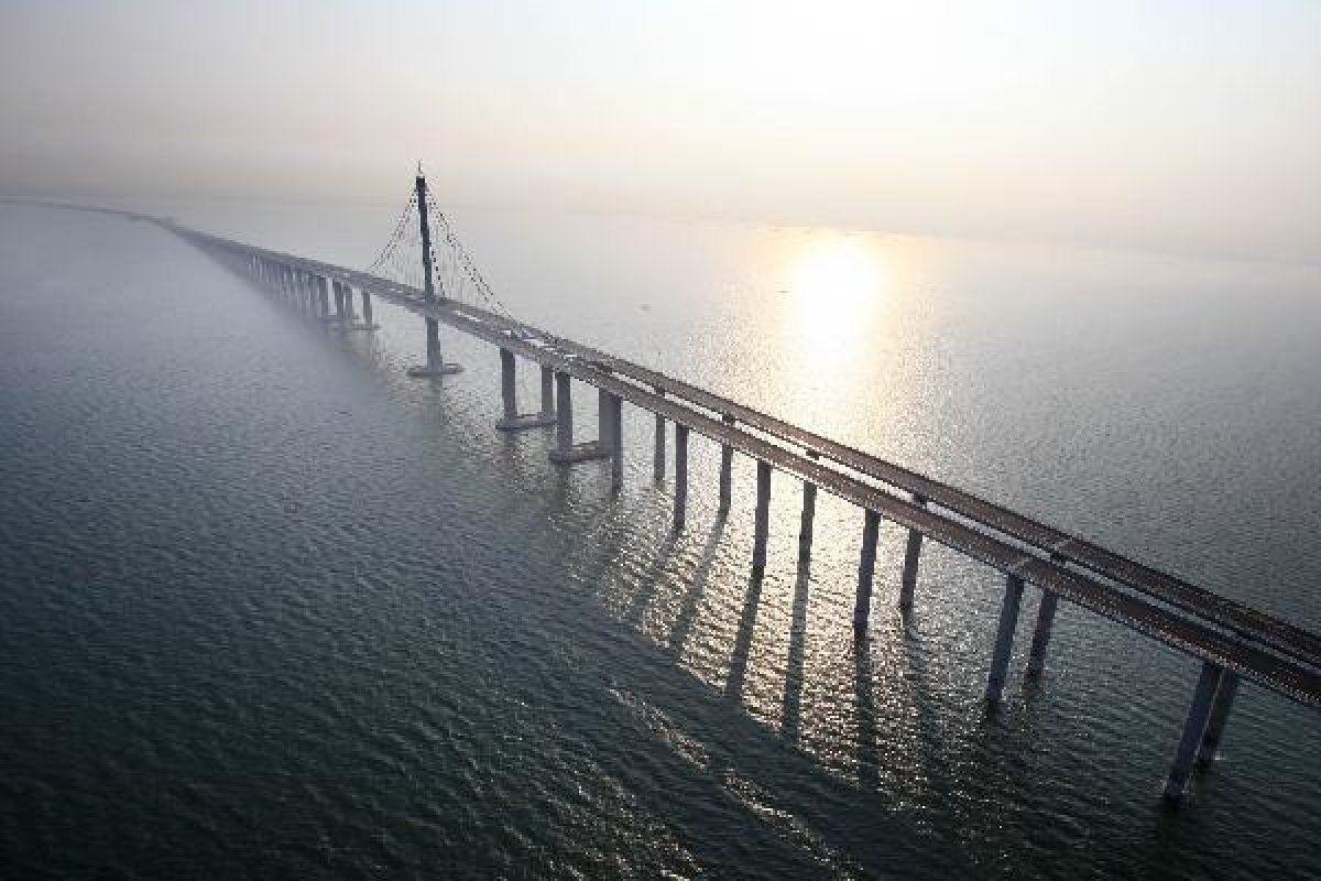 В Китае построили самый длинный мост в мире, и вот, как выглядит это чудо архитектуры - фото 371743
