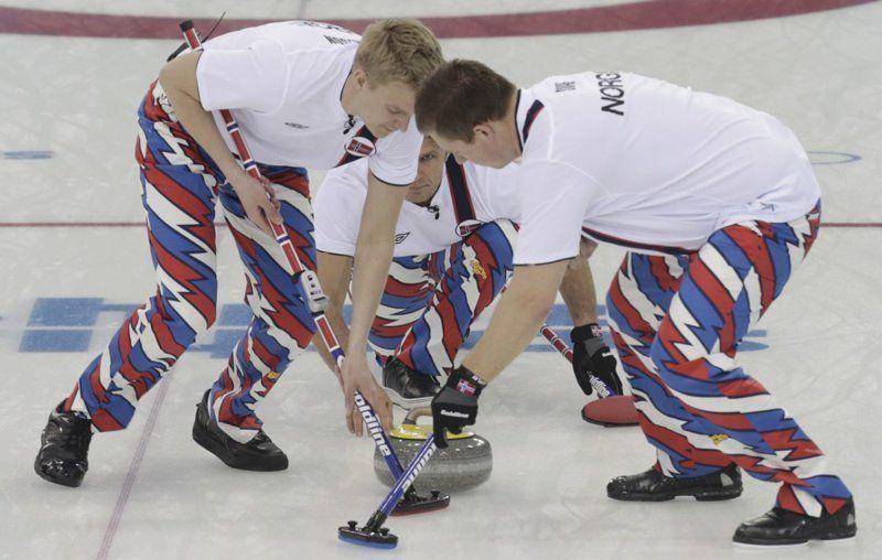 Сборная Норвегии по керлингу превратила Олимпиаду на неделю моды - фото 369612