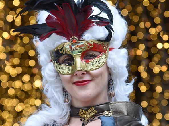 Пишаємось: одеситка увійшла у топ-10 найкрутіших нарядів Венеціанського карнавалу - фото 368199
