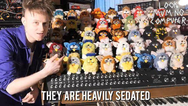 Оце так музика: хлопець зібрав орган з 44 м'яких іграшок Фербі - фото 368941