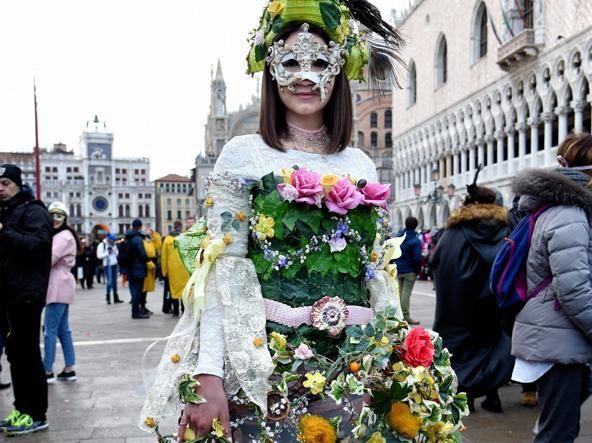 Пишаємось: одеситка увійшла у топ-10 найкрутіших нарядів Венеціанського карнавалу - фото 368204