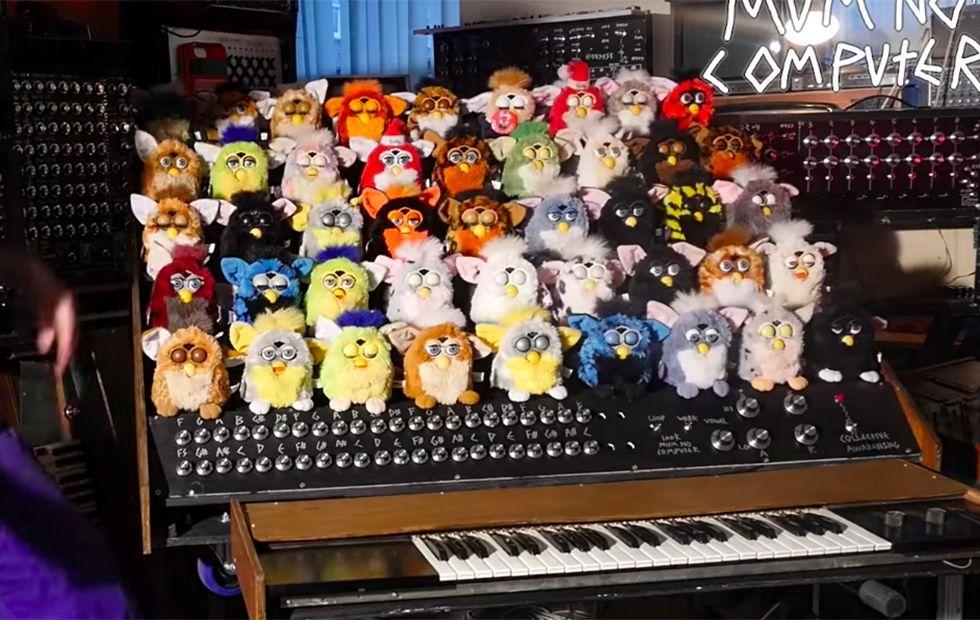 Оце так музика: хлопець зібрав орган з 44 м'яких іграшок Фербі - фото 368944