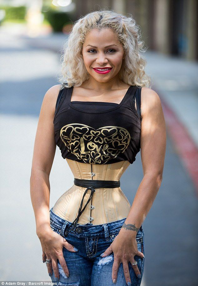 Женщина уменьшила талию до 45 сантиметров, и ее фигура ужасает с первого взгляда - фото 367965