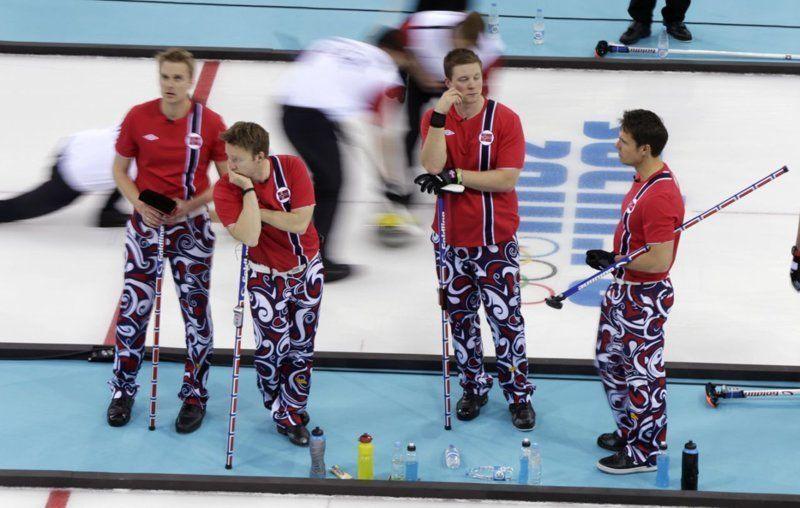 Сборная Норвегии по керлингу превратила Олимпиаду на неделю моды - фото 369609