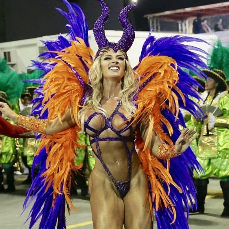 otkrovennie-devushki-karnaval-v-rio-de-zhaneyro