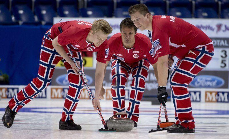 Сборная Норвегии по керлингу превратила Олимпиаду на неделю моды - фото 369607