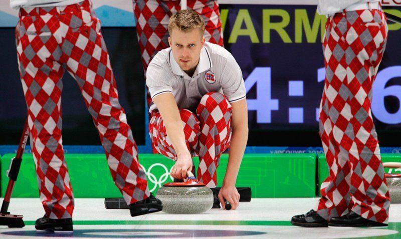 Сборная Норвегии по керлингу превратила Олимпиаду на неделю моды - фото 369608