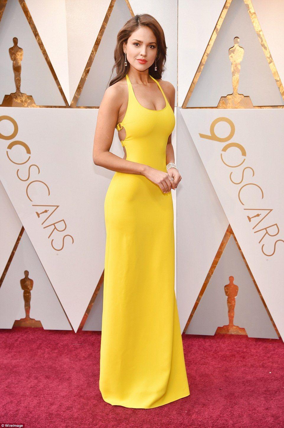 Оскар 2018: найкрасивіші наряди на червоній доріжці - фото 373157