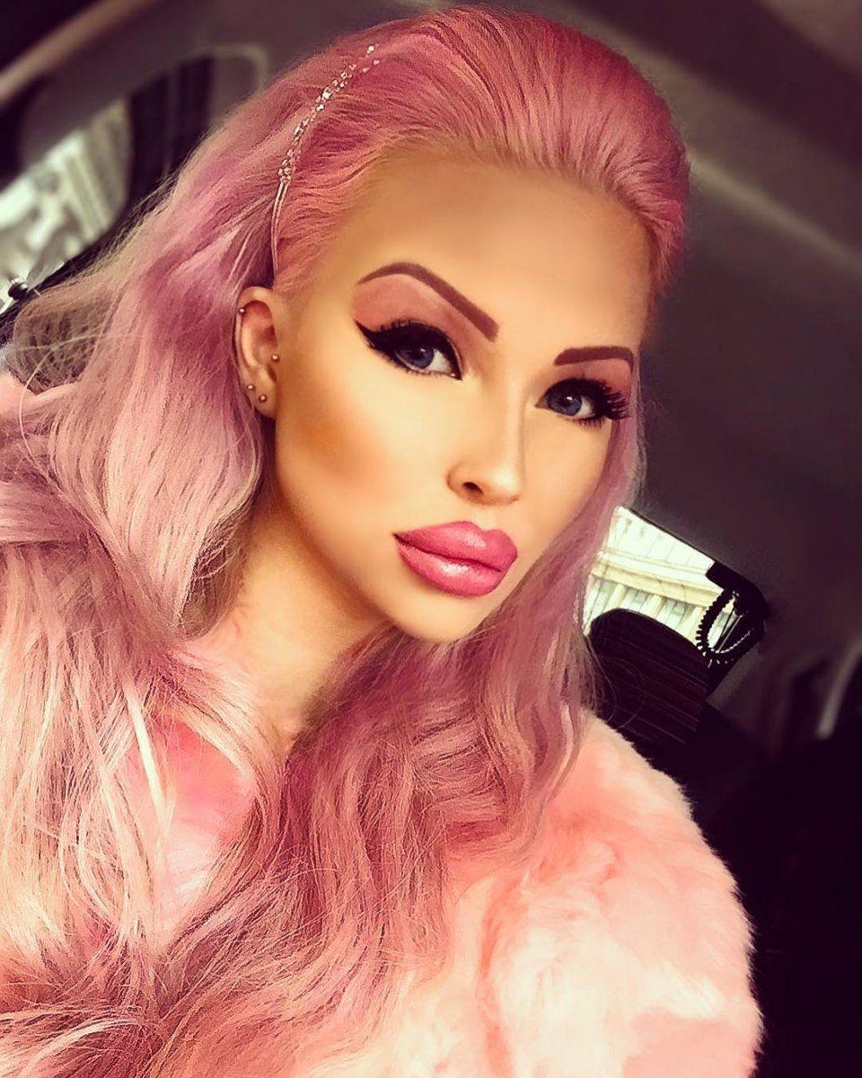 Еще одна Барби: 18-летняя чешка превратила себя в кукольное создания - фото 372650