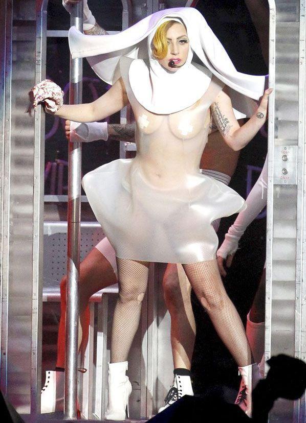 Lady Gaga -  32: найепатажніші образи співачки, за які ми її так любимо - фото 376840