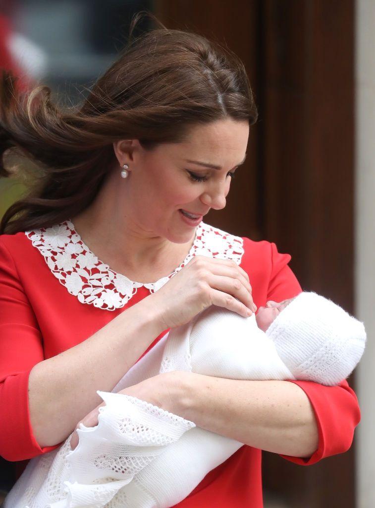 Кейт Миддлтон родила сына и впервые показала новорожденного (фото) - фото 380731