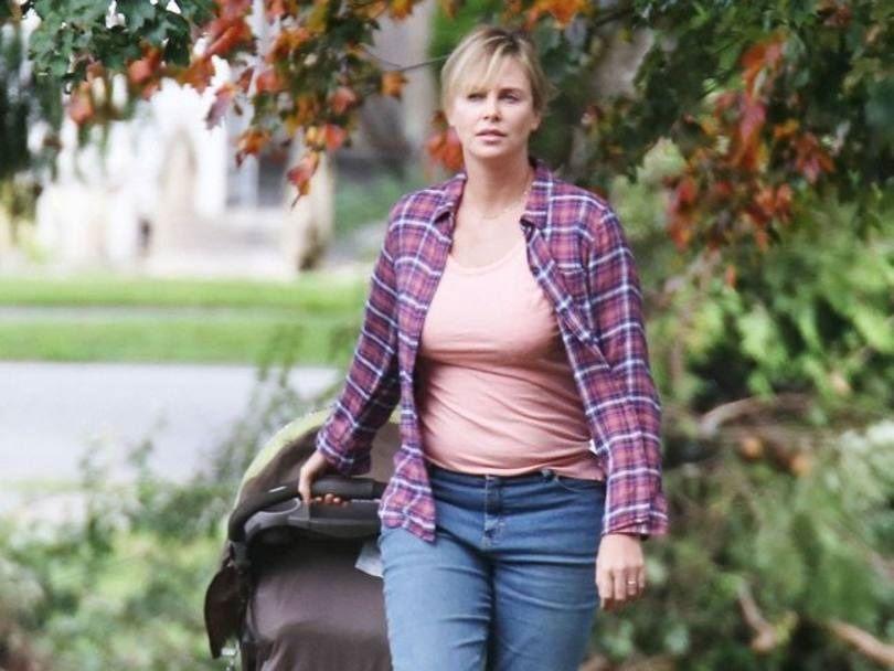42-летняя Шарлиз Терон похудела и снялась в откровенной фотосессии - фото 379388