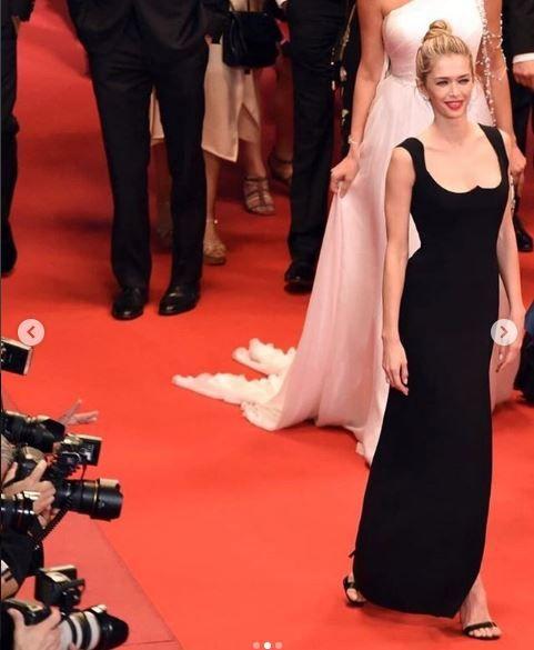 Канны 2018: Вера Брежнева в сексапильном платье прошлась по красной дорожке фестиваля - фото 384030