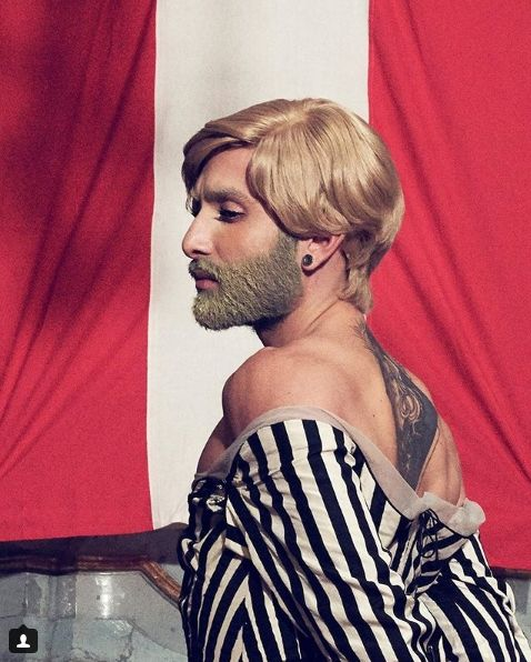 Кончіта Вурст стала епатажною блондинкою з лимонною бородою - фото 386806