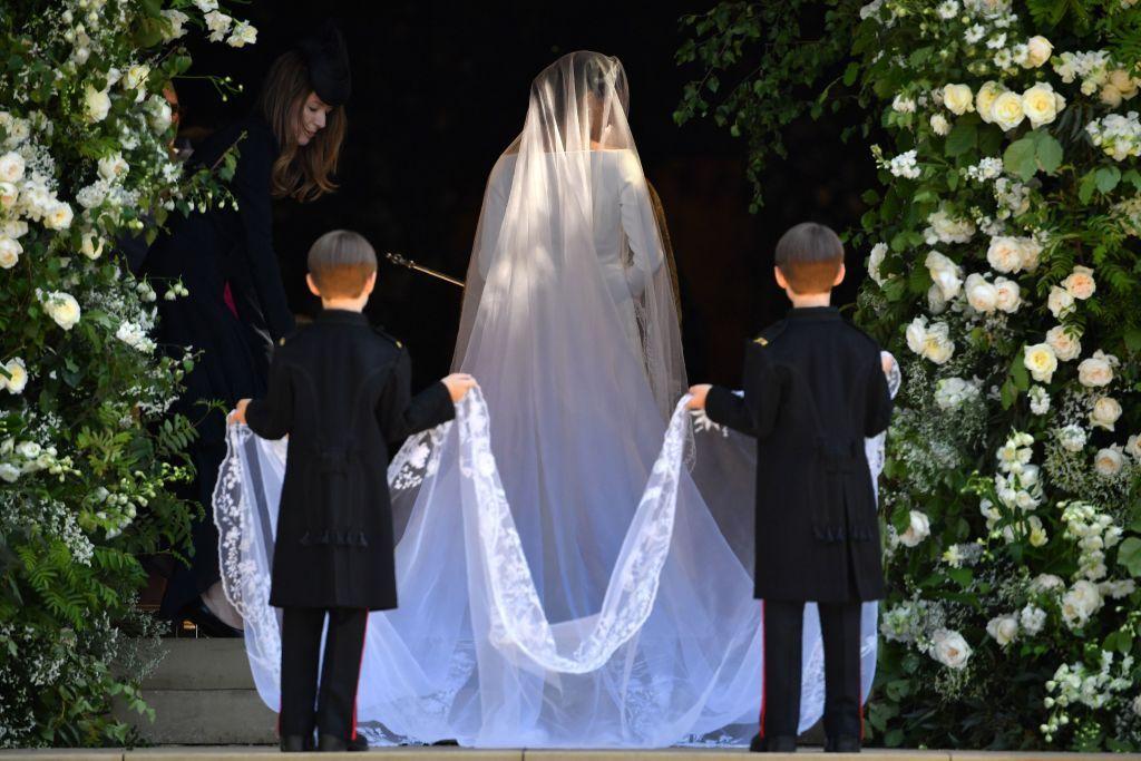 Веб камера под платьем у невесты, эротика фильм измена с переводом
