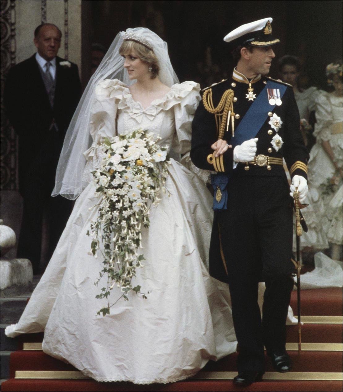 foto-ero-galereya-led-v-blomu-korseti-video-pornuha-russkaya-svadba