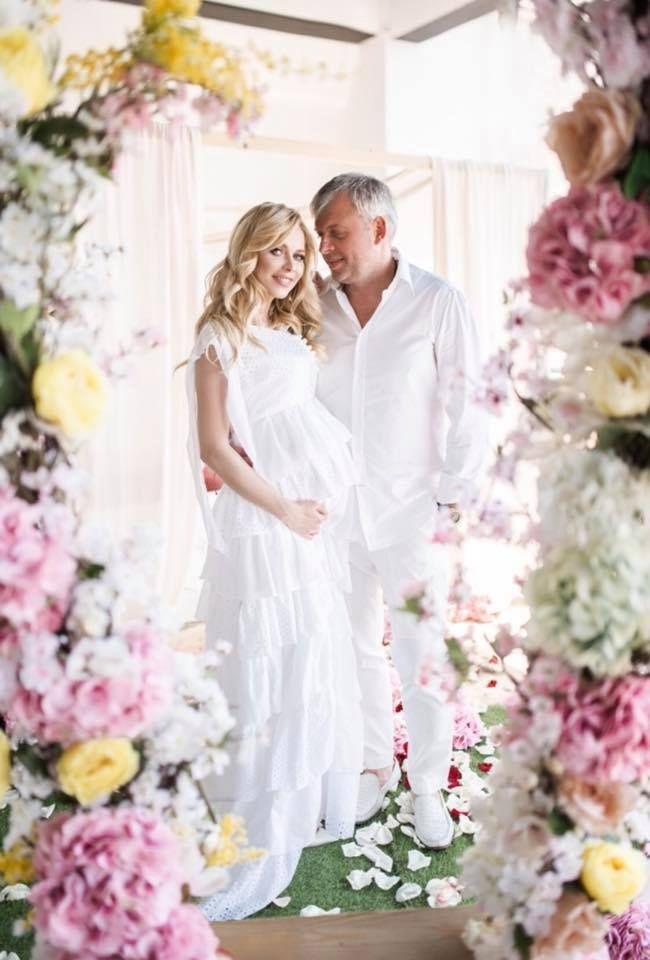 Беременная Юлия Думанская снялась в роскошной фотосессии вместе с мужем-олигархом - фото 384650
