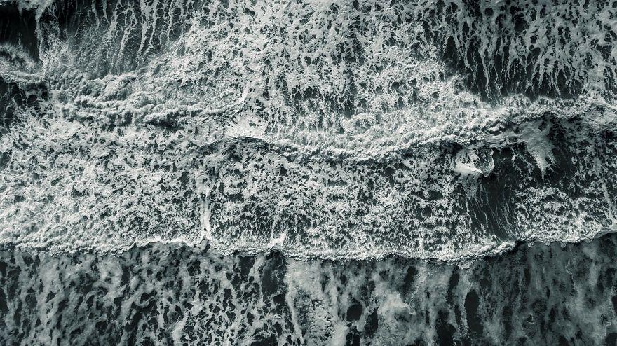 Природа поражает: фотограф показал, как с высоты выглядит шторм в Тихом океане - фото 388984