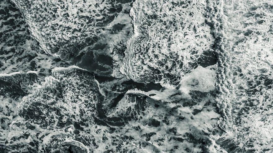 Природа поражает: фотограф показал, как с высоты выглядит шторм в Тихом океане - фото 388981