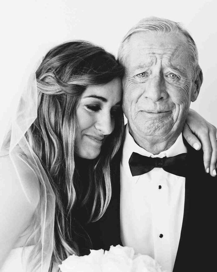 Как мило: эмоциональные фото, на которых отцы впервые видят дочерей в свадебных платьях - фото 389998