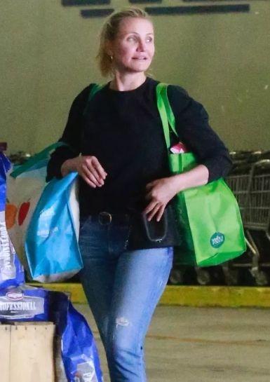 Вот так выглядит актриса Кэмерон Диас после того, как ушла из мира кино - фото 389546