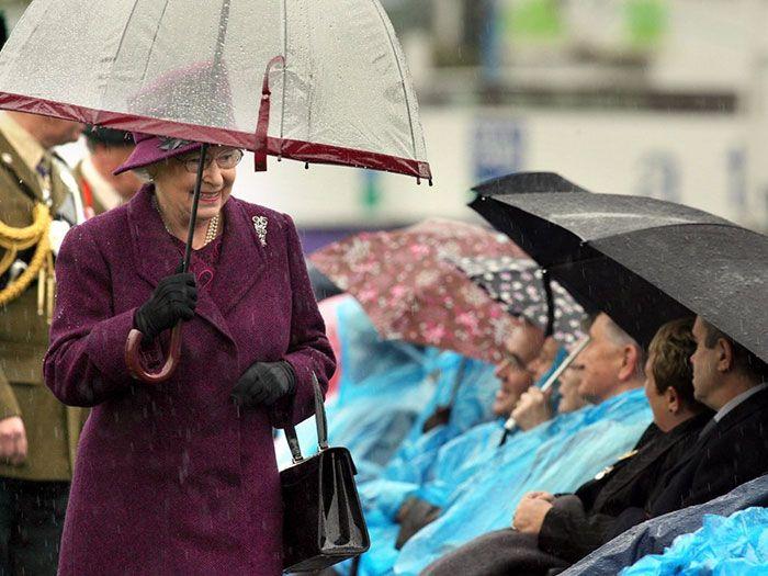 В мережі знайшли неочікуваний доказ, що Єлизавета ІІ ще та модниця - фото 401099
