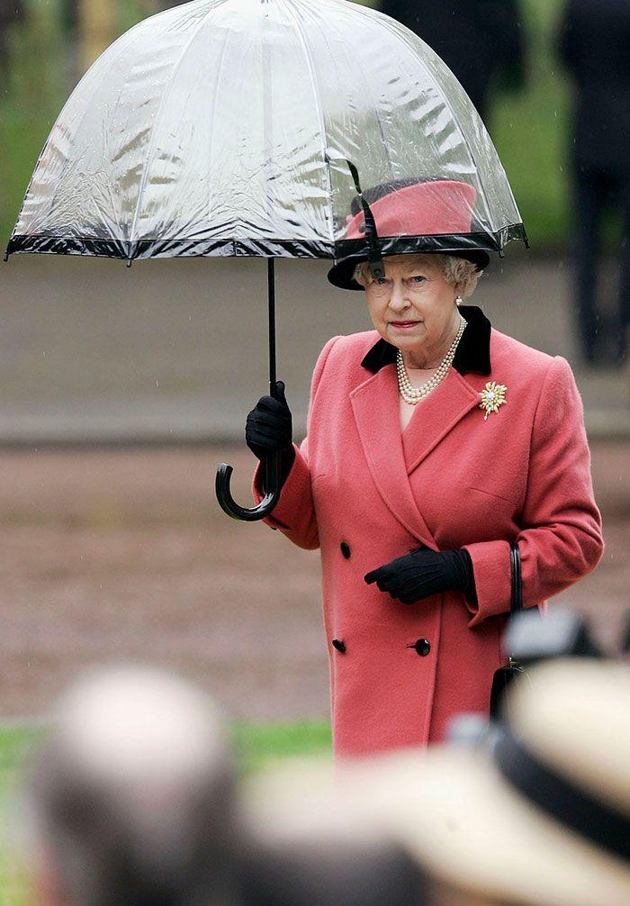 В мережі знайшли неочікуваний доказ, що Єлизавета ІІ ще та модниця - фото 401101