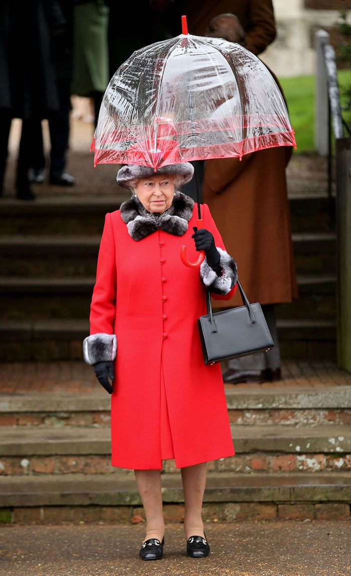 В мережі знайшли неочікуваний доказ, що Єлизавета ІІ ще та модниця - фото 401103