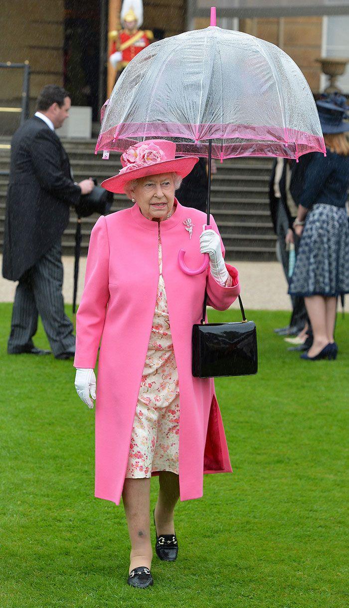 В мережі знайшли неочікуваний доказ, що Єлизавета ІІ ще та модниця - фото 401104