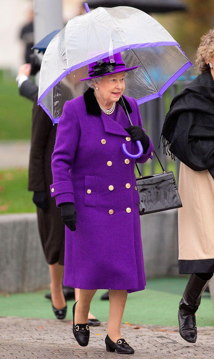 В мережі знайшли неочікуваний доказ, що Єлизавета ІІ ще та модниця - фото 401107