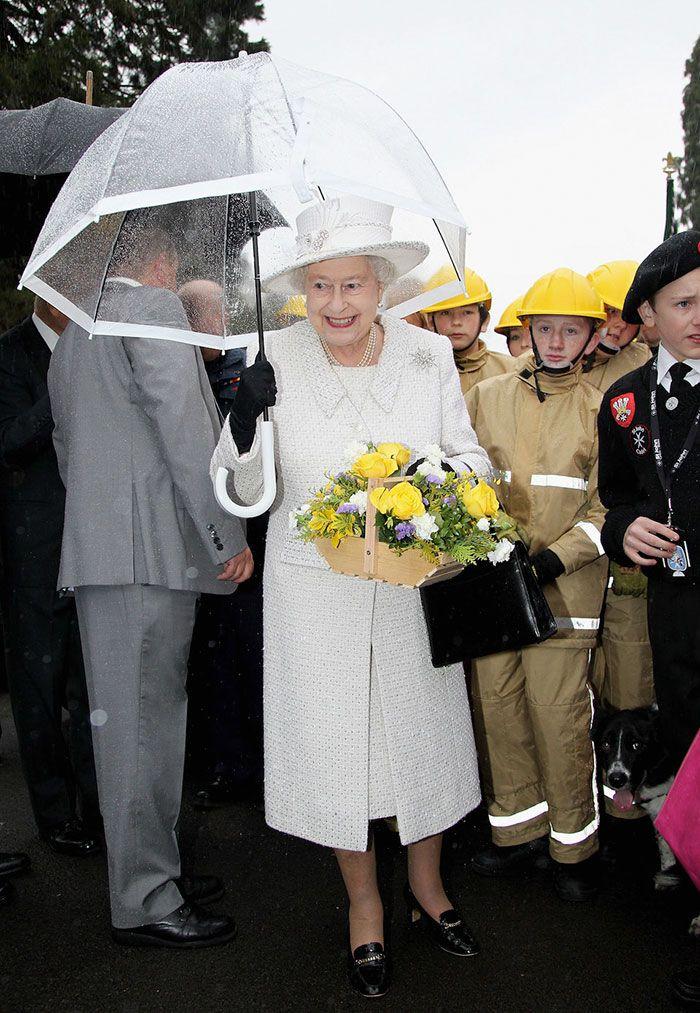В мережі знайшли неочікуваний доказ, що Єлизавета ІІ ще та модниця - фото 401108