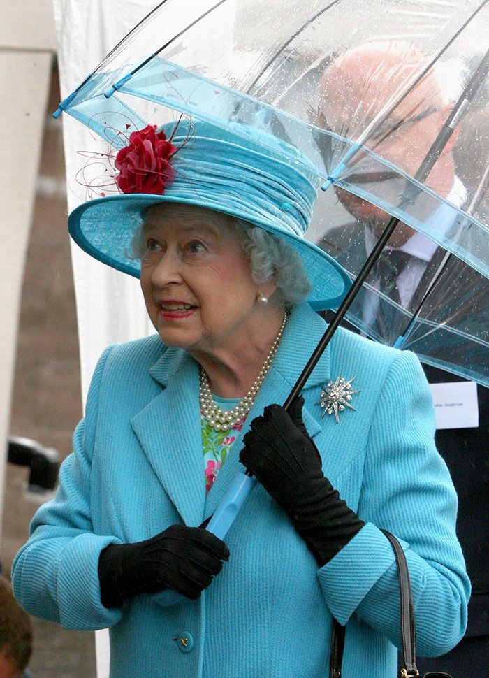 В мережі знайшли неочікуваний доказ, що Єлизавета ІІ ще та модниця - фото 401109
