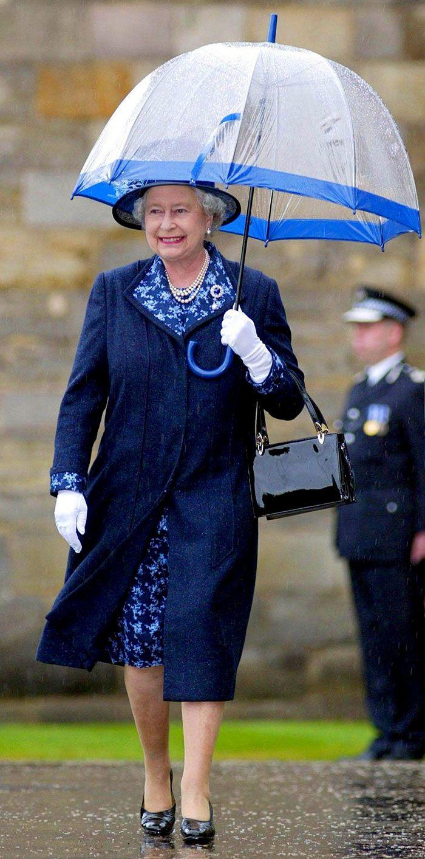 В мережі знайшли неочікуваний доказ, що Єлизавета ІІ ще та модниця - фото 401111