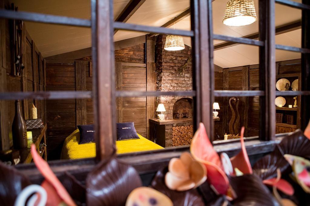 ВозлеПарижа построили дом из шоколада, в котором можно заночевать - фото 404197