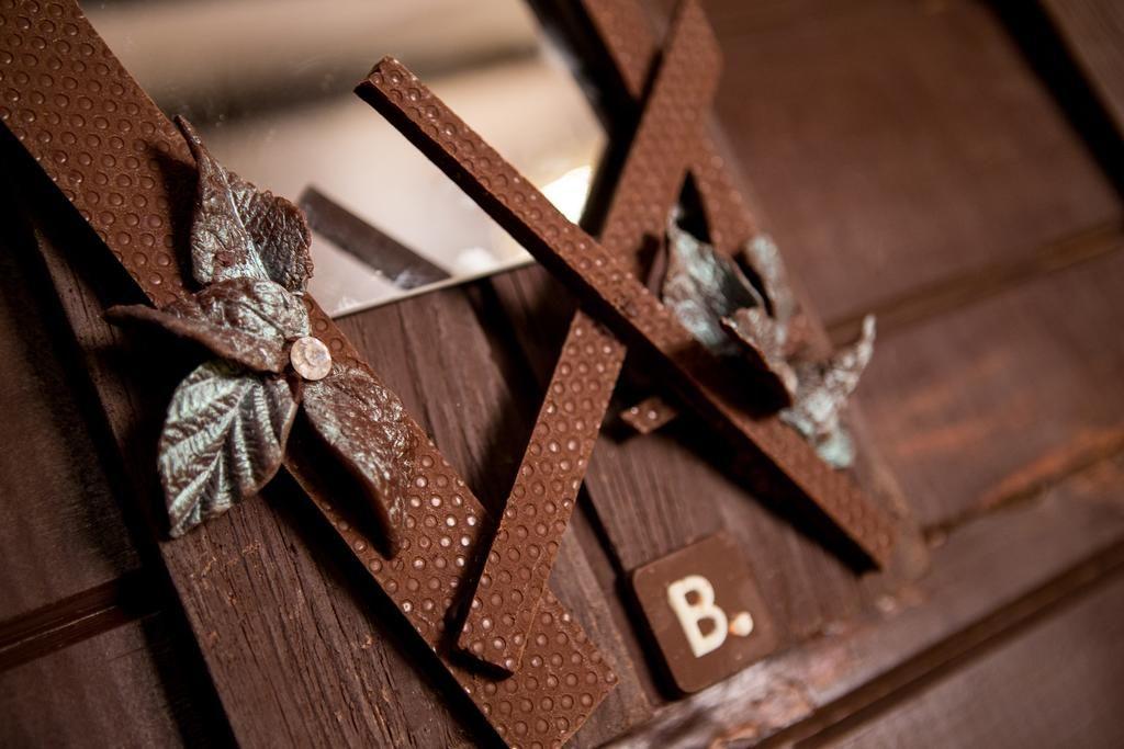 ВозлеПарижа построили дом из шоколада, в котором можно заночевать - фото 404200