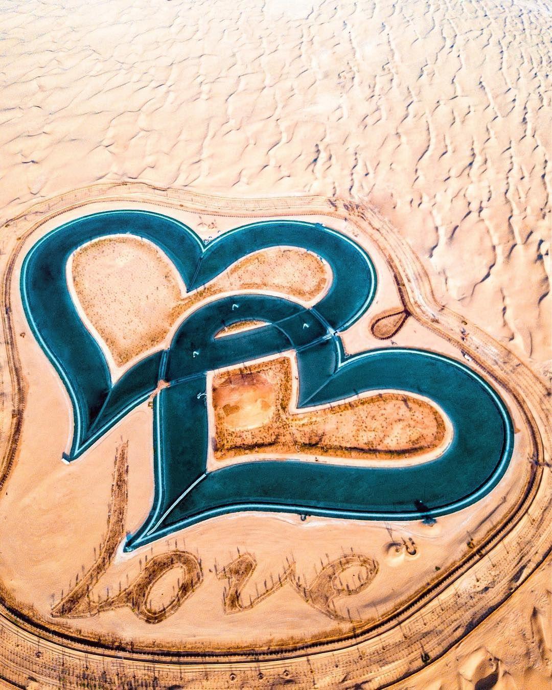 В Дубае появилось озеро в форме переплетенных сердец, которое поражает своей красотой - фото 413185