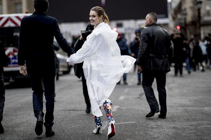 О, эта высокая мода: уличный стиль-вдохновение на улицах Парижа - фото 419572
