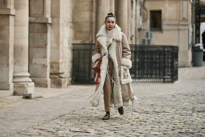 О, эта высокая мода: уличный стиль-вдохновение на улицах Парижа - фото 419577