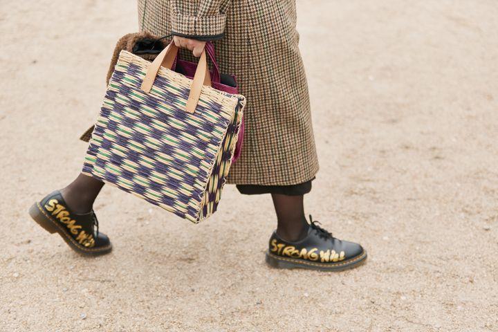 О, эта высокая мода: уличный стиль-вдохновение на улицах Парижа - фото 419581