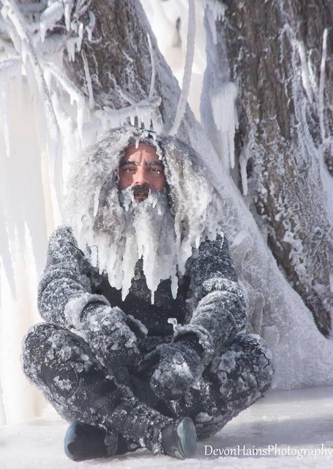 Скажені серфери-супергерої підкорили хвилі в мороз, і ось що з цього вийшло - фото 420857