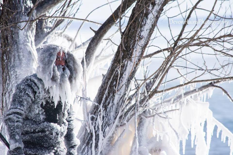 Скажені серфери-супергерої підкорили хвилі в мороз, і ось що з цього вийшло - фото 420858