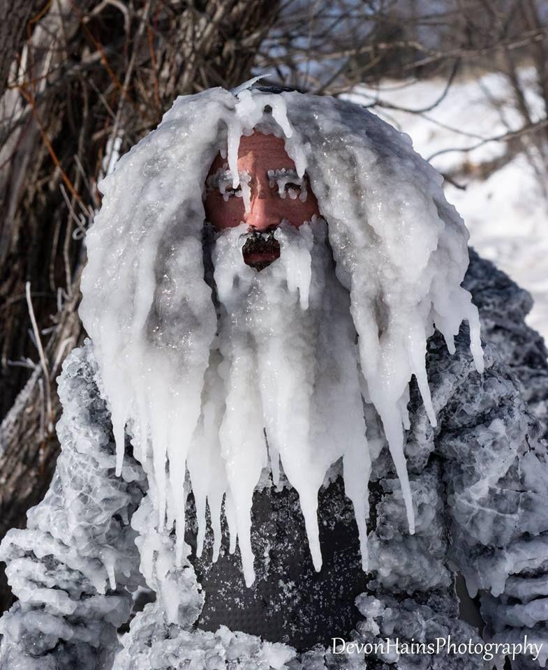 Скажені серфери-супергерої підкорили хвилі в мороз, і ось що з цього вийшло - фото 420860