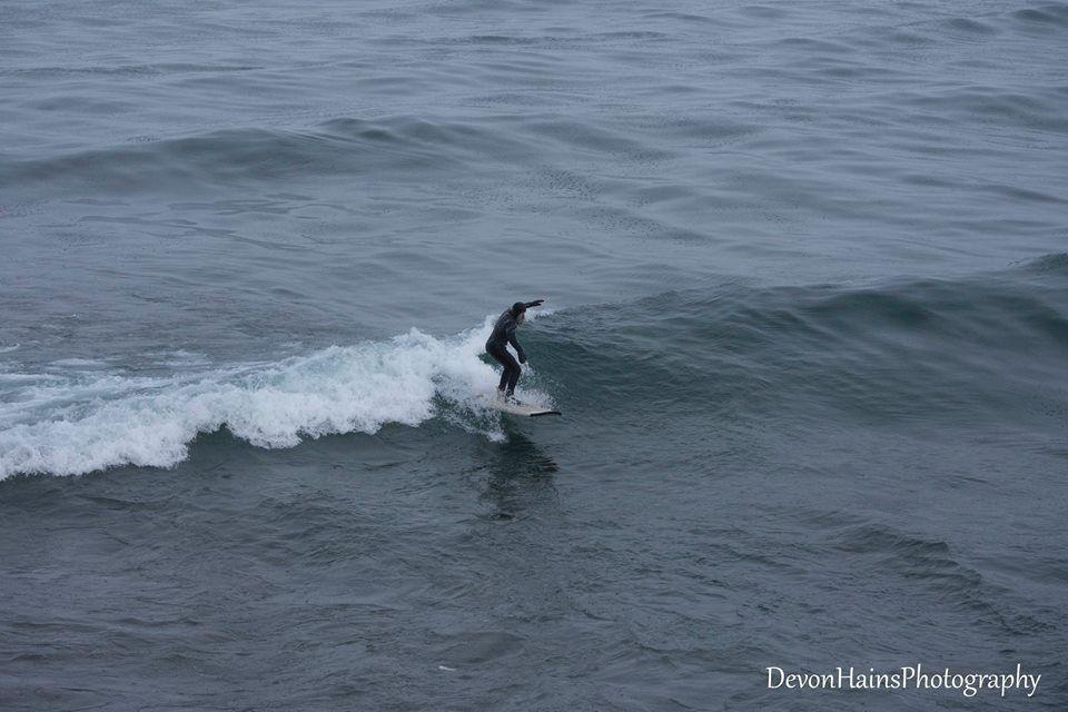 Скажені серфери-супергерої підкорили хвилі в мороз, і ось що з цього вийшло - фото 420862
